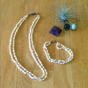 Jewelry - Vintage 2 strand faux pearl set